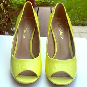 KELLY AND KATIE PEEP TOE PUMP SIZE 6